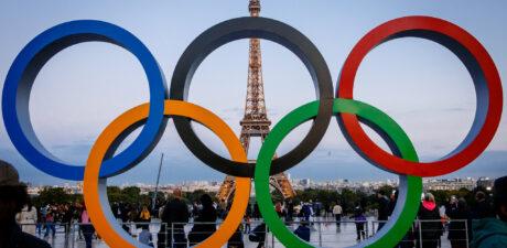 Tokyo passes Olympic flag to Paris