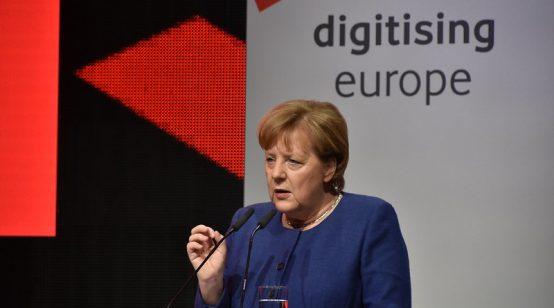 Merkel Eyes 10-Week Lockdown in Germany to Beat Virus Spread