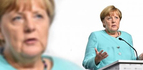 EU States Should Band in 'Smaller Groups' on Migrant Issue, Troubled Merkel Says