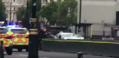 Car Crashes into Barriers before British Parliament, People Injured in Possible Terrorist Attack