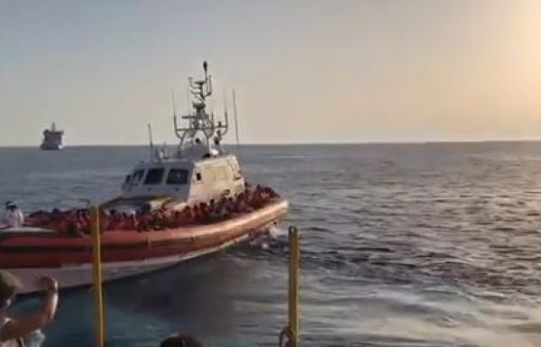 Italy Proposes Charter Flights to Bring Migrants to EU 'in Dignified Conditions'