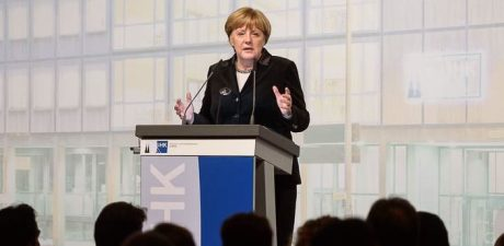 Most Germans Want Merkel to Complete Her Term till End-2021, Poll Shows