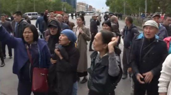 Nazarbayev's Protégé Tokayev Wins Kazakstan's Presidential Election amid Protests