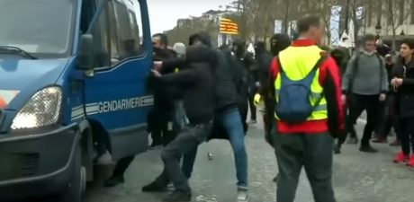 Violence Spikes on 18th Week of Yellow Vest Protests in France