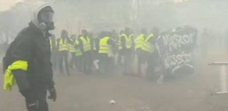 Right, Left Roast Macron for 'Disastrous' Decision to Use Military during Yellow Vest Protests